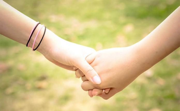 手をつなごう